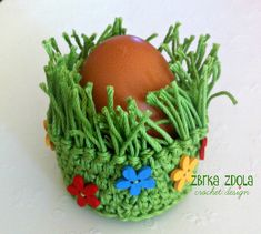 Grass basket egg cozy Crochet Pattern No. 020 by zBRKazdola Easter Crafts For Toddlers, Toddler Crafts, Preschool Crafts, Crochet Mug Cozy, Easter Crochet Patterns, Diy Ostern, Holiday Crochet, Spring Crafts, Crochet Designs