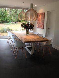 ZWAARTAFELEN I De stoelen van Hay passen natuurlijk het allerbeste bij de tafels van Zwaartafelen :-D www.zwaartafelen.nl