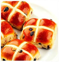 Create your own Hot Cross Buns at home whether its for Easter or just to satisfy that craving the just pops up. Easter Recipes, Brunch Recipes, Dessert Recipes, Desserts, Easter Bun, Easter Treats, Easter Food, Hot Cross Buns, Hot Dog Buns