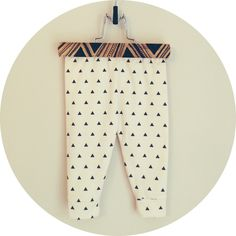 House of Mia organic cotton black + white triangle cuffed leggings