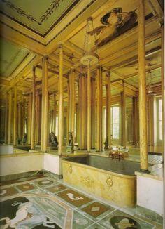 The bathroom of the Hôtel de Beauharnais.