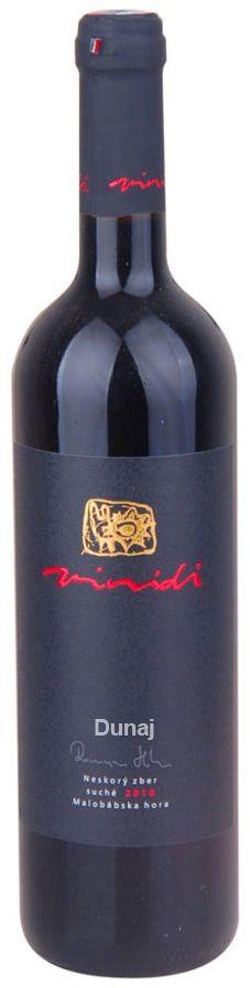 Odroda Dunaj je dôkazom, že aj slovenské červené vína môžu byť svetové a unikátne. Ochutnajte slovenský Dunaj z vinárstva VINIDI ešte dnes. Výborný k hovädziemu steaku alebo inému grilovanému mäsu či zeleninke ........ www.vinopredaj.sk .......  #dunaj #vinidi #vino #wine #wein #milujemevino #mameradivino #pijemevino #inmedio #vinoteka #wineshop #delishop #enotheca #winesfromslovakia #winesofslovakia #vinomilci #winelovers #vinasrtvo #winery #vinyards #drinkwine