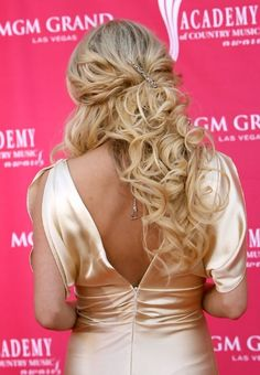 Variety of Carrie Underwood Sexy Curly Half Up Half Down Hairstyle hairstyle ideas and hairstyle options. If you are looking for Carrie Underwood Sexy Curly Half Up Half Down Hairstyle hairstyles examples, take a look. Curly Half Up Half Down, Wedding Hairstyles Half Up Half Down, Wedding Hairstyles For Long Hair, Wedding Hair And Makeup, Half Updo, Hair Wedding, Easy Casual Hairstyles, Fancy Hairstyles, Down Hairstyles