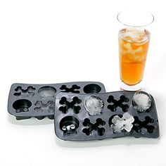Fill and freeze the reusable Bone Chillers tray to chill your beverages to the bone with a frozen assortment of skulls and crossbones.