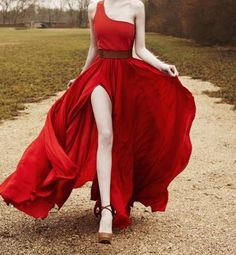 One shoulder Red dress.