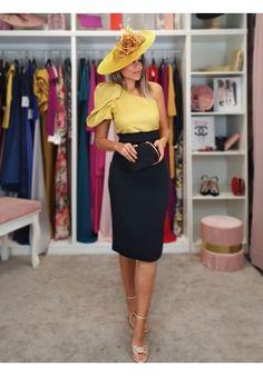 [Vestidos de fiesta cortos] - VESTIDO DE FIESTA RACHEL Vestidos Velvet, Elegante Y Chic, How To Do Makeup, Retro Look, Look Alike, Looks Great, High Waisted Skirt, Dresses For Work, Victoria