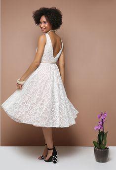 Εκρού φόρεμα δαντέλα, μίντι μήκος, ανοιχτή πλάτη, ζώνη στην μέση, εσωτερική υφασμάτινη επένδυση, τούλι εσωτερικά στην φούστα, κλείσιμο με φερμουάρ στο πίσω μέρος, κανονική εφαρμογή. Dresses, Fashion, Vestidos, Moda, Fashion Styles, Dress, Fashion Illustrations, Gown, Outfits