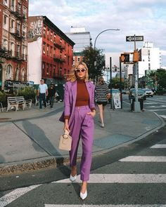 New York Fashion Week street style had a definite mood this week: and that was tonal, oversized blazers, a touch of yellow, and matching twin sets. As the NYFW Spring/Summer 2020 runways come to… Look Street Style, New York Fashion Week Street Style, Ny Fashion Week, Lakme Fashion Week, Street Style Summer, Cool Street Fashion, Look Fashion, Street Style Women, Fashion Models