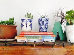 Estamos demasiado inspiradas!. Mezclamos greda, cerámica azul y blanca y objetos decorativos de la casa.