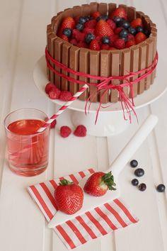 * magnoliaelectric: YYY - YummY fridaY {Kitkat-Berry-Cake} - Muttertagskuchen!