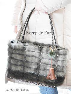 こんな素敵なバッグが自分で作れちゃうなんてすごい! グレージュとブラウンのミンクファーを使用しています。 #ジュエリーバッグ #AJB #ファーバッグ #ミンクファー Barn Wood Crafts, Creations, Shoulder Bag, Purses, Stone, Bags, Jewelry, Totes, Handbags