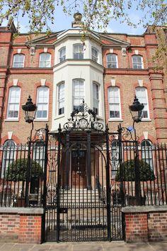 Dante Gabriel Rossetti's home at 16 Cheyne Walk, Chelsea, London