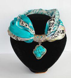 Как завязывать колье-платок (два способа) Scarf Necklace, Fabric Necklace, Scarf Jewelry, Fabric Jewelry, Diy Jewelry, Jewelery, Beaded Necklace, Jewelry Making, Handmade Jewelry Designs