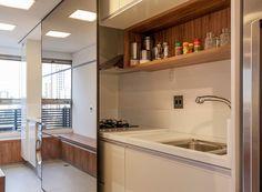 Apartamento integrado na medida e com muitos espelhos