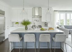 See how two interior designers transformed a sterile, new apartment into a cozy inviting space. Go inside this stunning penthouse apartment in Bronxville, New York. Loft Kitchen, Kitchen Stools, Apartment Kitchen, Kitchen Decor, Kitchen Design, Kitchen Ideas, Kitchen Island, Kitchen Pictures, Kitchen Cabinets