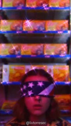 Poster Stranger Things, Stranger Things Girl, Stranger Things Characters, Bobby Brown Stranger Things, Stranger Things Aesthetic, Eleven Stranger Things, Stranger Things Netflix, Iphone Wallpaper Stranger Things, Iphone Video