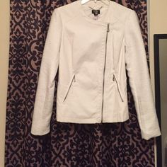 NWT Nicole Miller jacket Nicole Miller NWT fake leather jacket with tweed sleeves. White in color. Zip up jacket with two zip up pockets. Never worn! Nicole by Nicole Miller Jackets & Coats