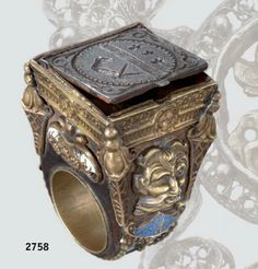 A beautiful luxury ring of its time with a secret compartment and gorgeous engravings, Europe, circa 1600.