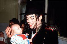 30 de septiembre de 1992 - Michael visita el Leaganul De Copii Sfanta Ecaterina, un orfanato de Bucarest (Rumanía) antes de su primer concierto en el país. También financió un parque de juegos para 500 niños sin hogar con la cantidad de 10.000 dólares. Y una parte de los beneficios de sus conciertos en la capital fue donado a los refugiados serbios.