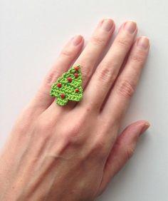 Christmas tree crochet ring Tutorial ✿⊱╮Teresa Restegui http://www.pinterest.com/teretegui/✿⊱╮