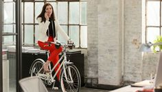 """Meet The Costume Designer Behind Anne Hathaway's Polished, Chic Look In """"The Intern"""""""