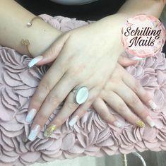 "Diseños :  ""Uñas acrílicas esculpidas con el dedo anular encapsulado de glitter🥰💅🏻"" Jewelry, Ring Finger, Fingers, Fingernail Designs, Jewlery, Jewerly, Schmuck, Jewels, Jewelery"