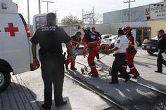 CascoEOM color Blanco apoyando el trabajo de los Profesionales en Protección Civil 911 San Pedro durante atención a lesionado.  EMS Mexico | Equipando a los Profesionales