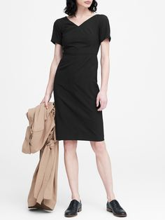 Shop a large collection of stylish petite dresses from Banana Republic. Find a petite dress that fits your unique frame. Dress For Petite Women, Petite Dresses, Stylish Petite, Business Look, Mom Style, Dress Backs, Sheath Dress, Banana Republic, Cashmere