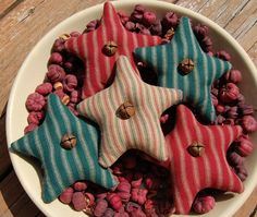 primitive stars for my grapevine tree Primitive Christmas, Felt Christmas, Country Christmas, All Things Christmas, Primitive Stars, Primitive Country, Merry Christmas, Fall Crafts, Christmas Crafts