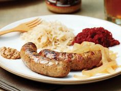 Outdoor Entertaining Tip of the Month: Grilled Beer-Cooked Sausages Hot Dog Sausage Recipe, Pork Sausage Recipes, Grilled Sausage, Grilled Bratwurst, Tailgating Recipes, Beer Recipes, Grilling Recipes, Great Recipes, Favorite Recipes