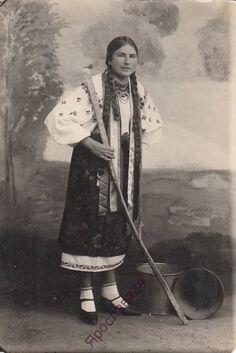 Дівчина Валентина. Чорнобаївка ( Херсонська обл. ) 1940 рік.