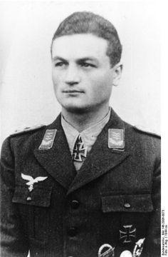 ✠ Erich Beine (26 June 1914 – 6 February 2004) RK 18.11.1944 Hauptmann Führer III./Fsch.Jäg-Sturm-Rgt 12