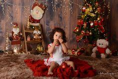 Baby Christmas Photos, Holiday Photos, Family Christmas, Christmas Ornaments, Fall Family Portraits, Deco Studio, Christmas Photography, First Birthday Photos, Christmas Settings