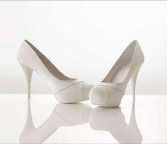 sapatos brancos de noiva