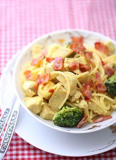 Kremet pasta med kylling og bacon | Sunnere Livsstil Bacon, Pasta Salad, Healthy Recipes, Ethnic Recipes, Food, Crab Pasta Salad, Essen, Healthy Eating Recipes, Meals