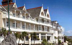 Hôtel Ommaroo 3 étoiles : situé sur la plage des Havres des Pas, en face de la piscine en eau de mer et à 15 minutes de marche de St Helier