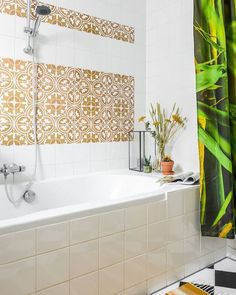 STYLE - Restyling of the bathroom with tile stickers from @stickermaster.nl More inspiration on Bintihomeblog.com ( link in bio ) #bintihome #bintihomeblog #bathroom #restyling #stijl #tiles #moroccan #tegels #ocher #botanical #jungle #green #badkamer #stickermaster #interieur #interior #ceramics #interieurblog