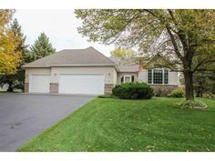 This wonderful one owner home has been very well maintained and is move in ready.  Large eat in kitchen with center island.  SS appliances, granite counter tops, gas fireplace in family room.  Large flat lot that backs up to nature preserve.  Fenced backyard.  Garage floor has Polyuria Chip floor treatment.