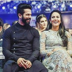 Shahid Kapoor and wife Mira share a laugh at Jio Filmfare Awards 2017 @InstantBollywood ❤❤❤ . . #shahidkapoor #mirakapoor #misha #bollywood