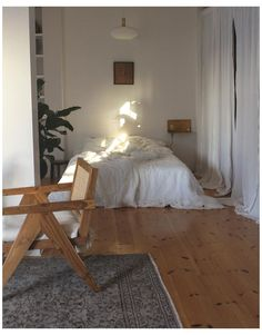 WHITE FRENCH LINEN BEDDING #french #linen #bedroom French Linen Bedding in White. Beautiful Home Decor. Aesthetic Design. Bedroom Styling. In the home of @suzie_cuue Room Ideas Bedroom, Home Bedroom, Bedroom Decor, Design Bedroom, Decor Room, Bed Design, Room Decorations, Flat Design, Wall Decor