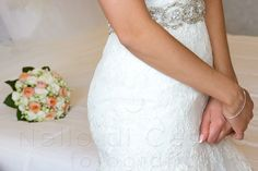 Charming bride with bouquet on the background #NelloDiCesarePhotography #bouquet #bride #flowers #wedding #photography