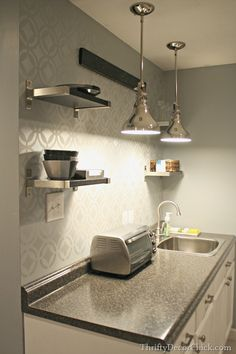 A simple yet efficient DIY basement kitchenette.