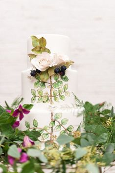 22 Hand Painted Wedding Cakes That Will Inspire You! Botanical Wedding, Floral Wedding, Wedding Day, Garden Wedding, Woodland Cake, Woodland Wedding, Painted Wedding Cake, Hand Painted Cakes, Wedding Dress Cake