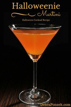 Spicy candy and cocktail - Clean Eating Snacks Halloween Cocktails, Halloween Desserts, Halloween Food For Party, Holiday Drinks, Holiday Cocktails, Halloween Halloween, Halloween Treats, Adult Halloween Drinks, Halloween Movies