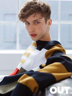 El cantante, compositor, actor y youtuber Troye Sivan protagoniza la edición de Mayo de OUT Magazine