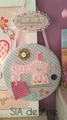 Super Ideas Embroidery Hoop Ideas Crafts Sewing Rooms sew einfach clothes crafts for beginners ideas projects room Sewing Room Decor, My Sewing Room, Sewing Art, Sewing Dolls, Sewing Crafts, Sewing Projects, Sewing Studio, Applique Quilts, Fabric Crafts