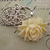 Luonnonvalkoinen ruusu 18€