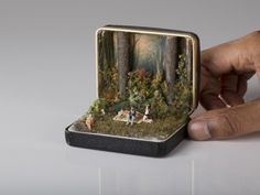 Vintage Ring Boxes Turned Into Detailed Historical Dioramas By Talwst Dejeuner sur l'herbe - 2013 by Talwst. Antique Ring Boxes turned into tiny dioramas. Vintage Ring Box, Vintage Rings, Vintage Jewellery, Antique Jewelry, Vintage Art, Old Rings, Antique Rings, Altered Tins, Small World
