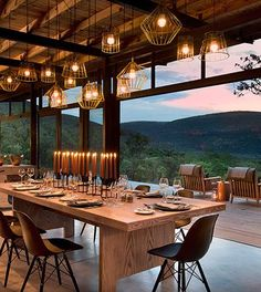 A luxury lodge tucked into the mountain side with 5 luxurious Eco-Suites. The perfect home base for high impact Big Five walking trails in the Marakele Park