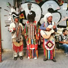 Geleneksel giyimli müzisyenler, İstiklal Caddesi, Beyoğlu